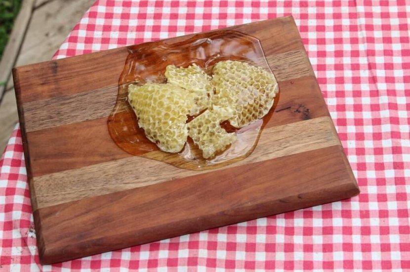 Med in satje na leseni deski